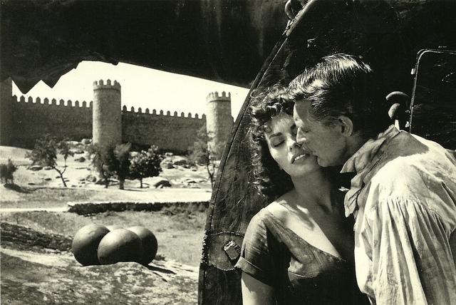 Ávila. Foto promocional de la película Orgullo y Pasión. Cary Grant y Sofía Loren