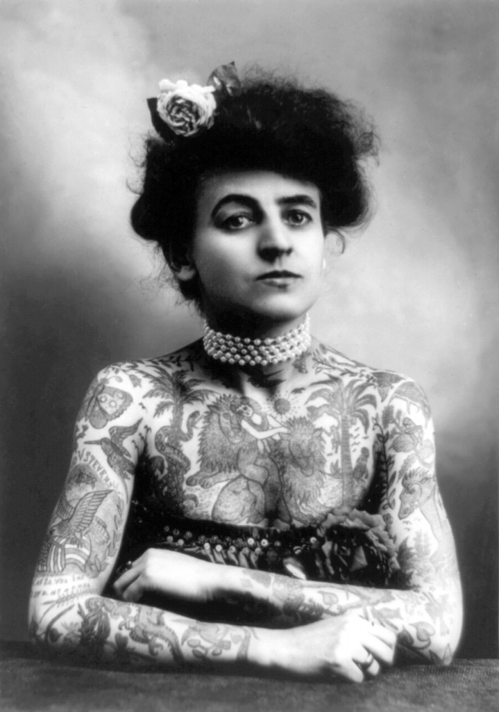 Woman_with_upper_body_tattooed_1907_cph.3a01441